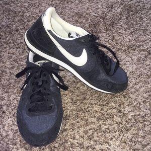 Nike Internationalist Navy And White Sneakers